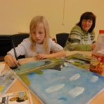 Enkelin + Oma beim Malen